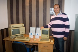 JaviFrechi con el Apple Lisa