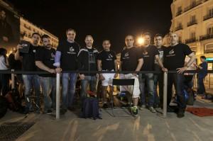 Grupo de socios del GUMCAM en sol, de noche