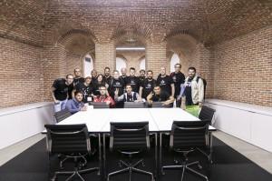 Grupo de socios del GUMCAM en el sótano de la Apple Store de Sol, también llamado la cripta